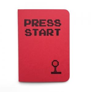 """cuaderno de tapa blanda (cosido visto) """"press start"""" hojas en blanco / rojo / 10 x 14 cm"""