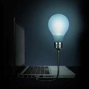 lámpara usb en forma de bombilla